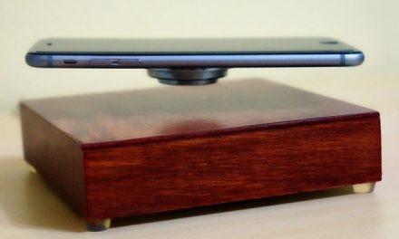 OvRcharge – Smartphone kabellos laden und schweben lassen